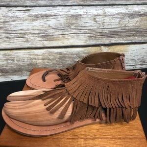 Steve Madden fringe thong back zip sandal boho 8.5